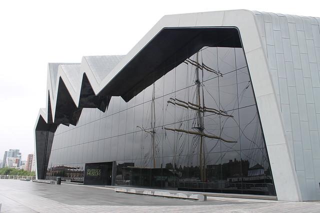 Excursiones desde Edimburgo Museo del transporte Zaha Hadid Glasgow Escocia