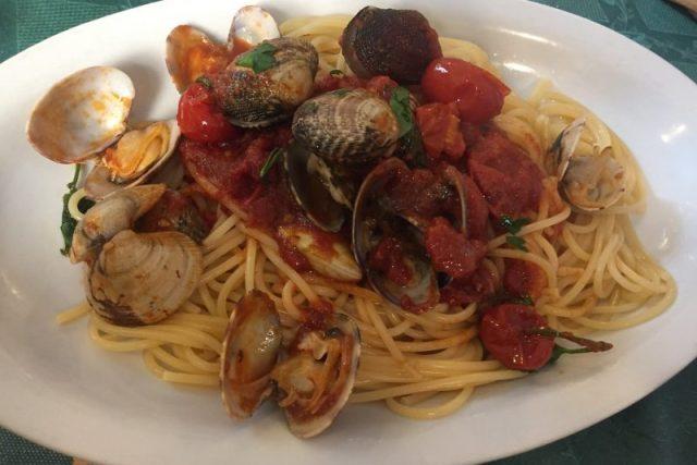 Spaghetti alle vongole Napoles Italia