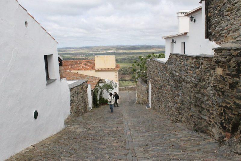 Calles empedradas Monsaraz Portugal