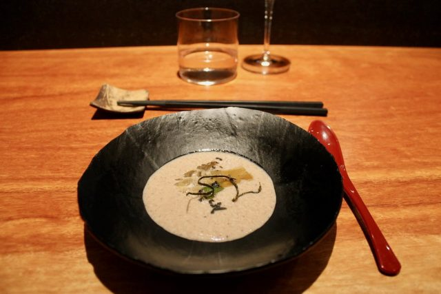 Crema de shiitake con alga kombu Koy Shunka Barcelona
