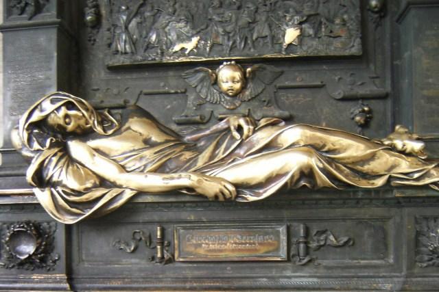 Estatua bronce de Charles-Everard Visitar Bélgica