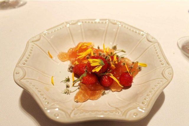 Fresas con gelatina de agua de tomate