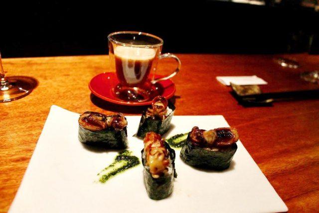 Nigiri de sepieta con pesto de shiso Koy Shunka Barcelona