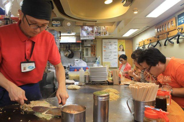 Preparacion okonomiyaki Hiroshima