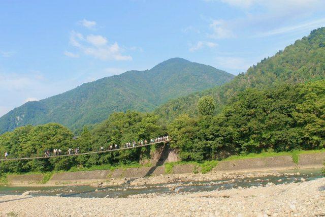 Puente colgante de piedra Shirakawa-go
