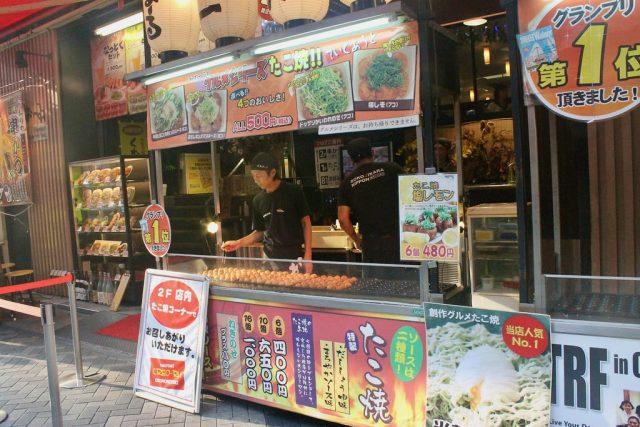 Puesto de takoyaki en Dotonbori