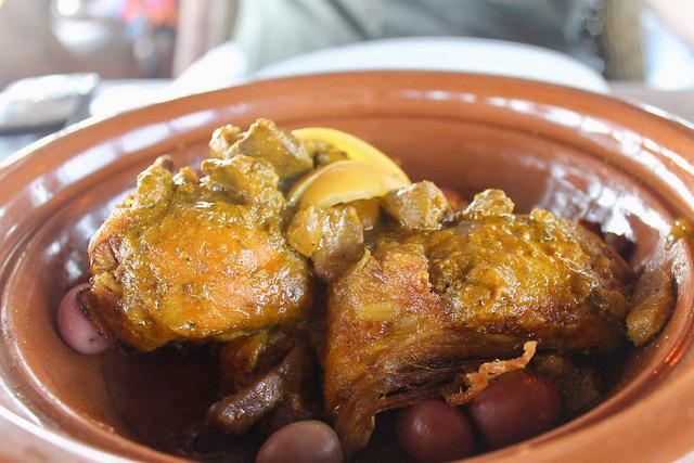 Tajine de pollo con limones encurtidos y aceitunas Marruecos