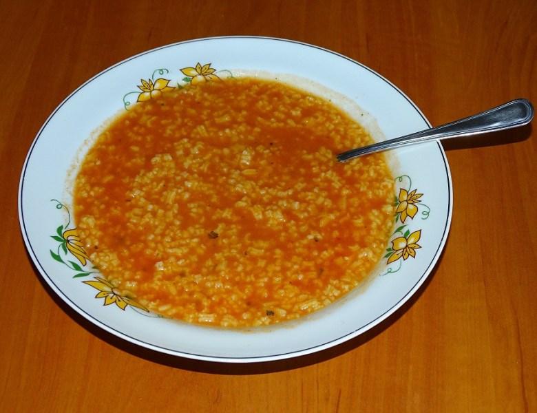 Najprostsza zupa pomidorowa z ryżem