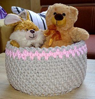 Sznurkowy koszyk z królikiem i misiem