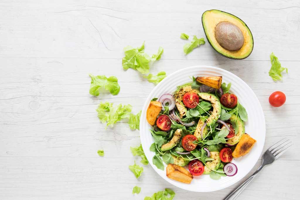 jak zwiększyć wartość odżywczą warzyw - dodać awokado
