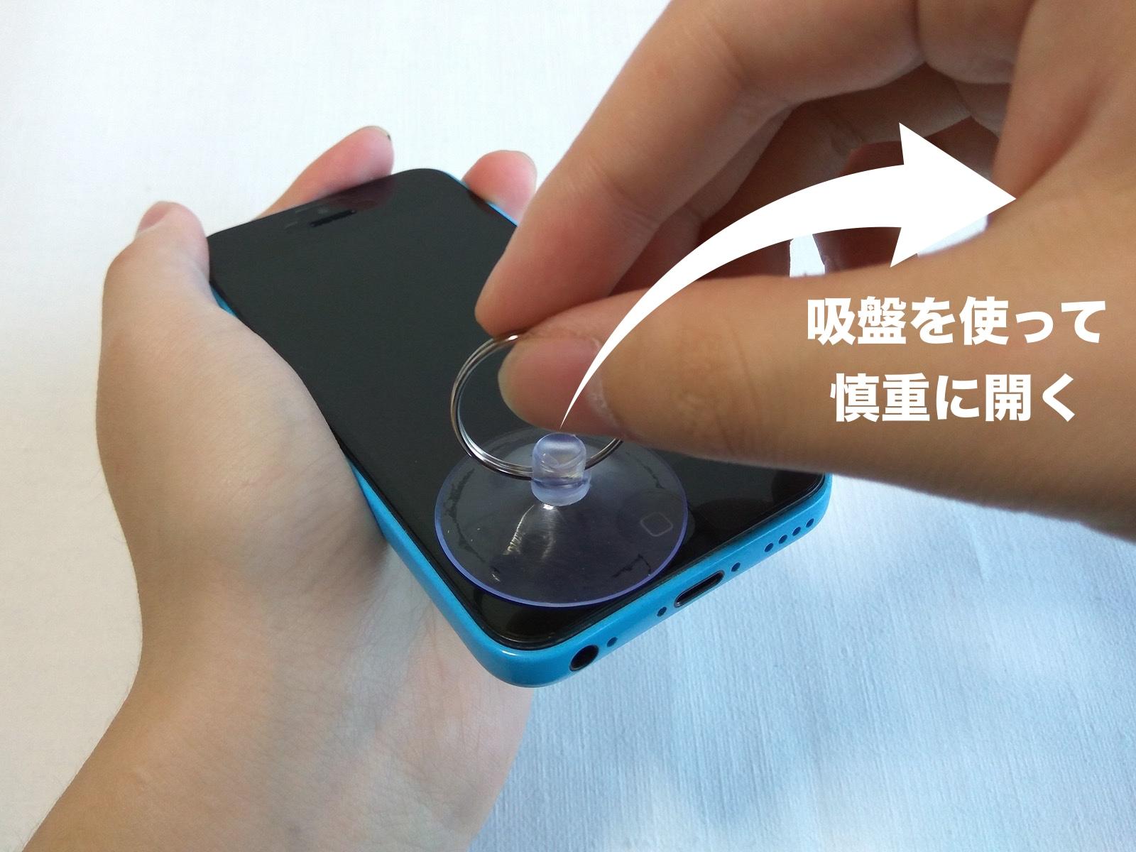 iPhone 5c バッテリー交換 吸盤で持ち上げる