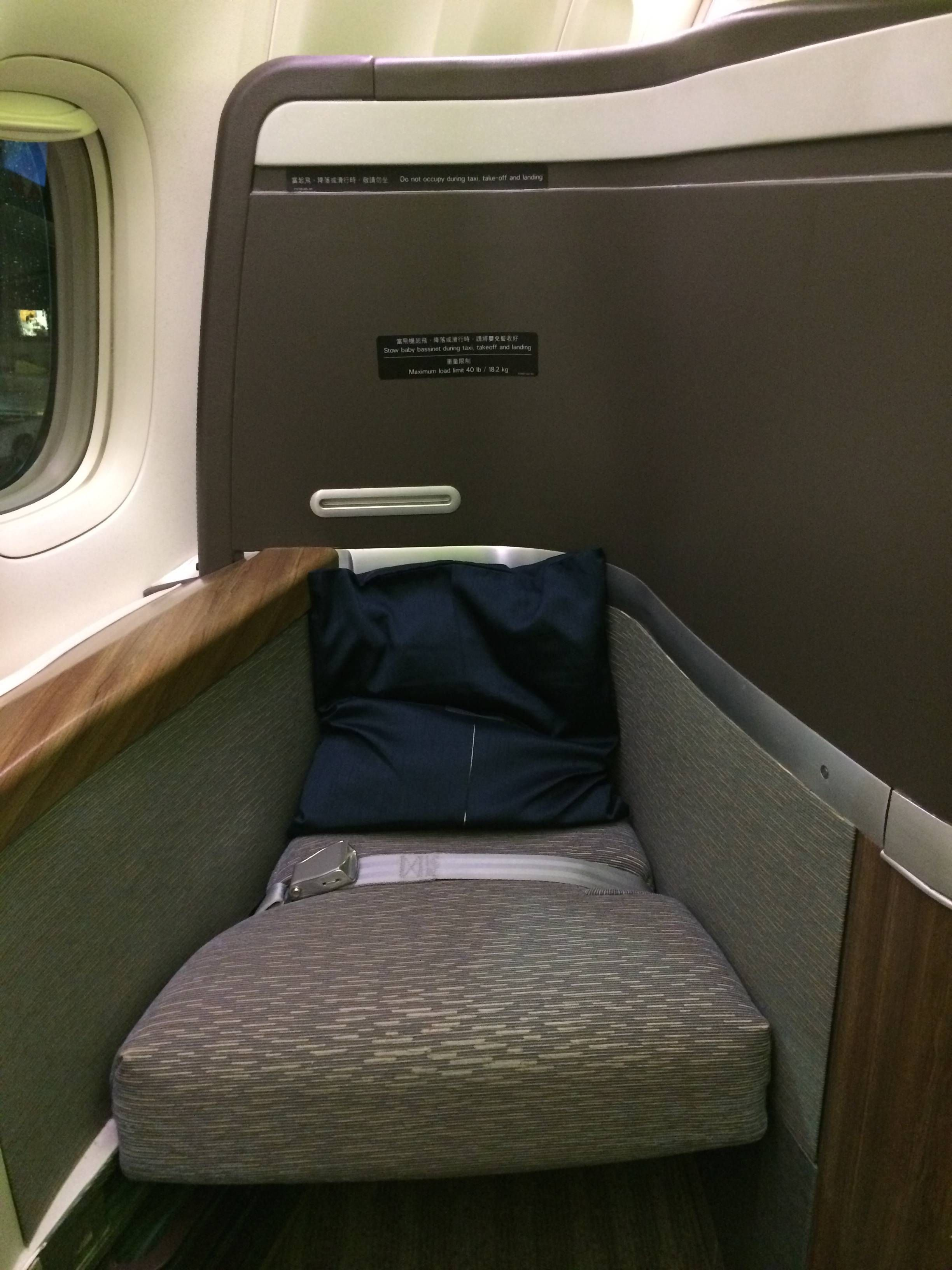 cathay pacific first class b777-300er primeira classe