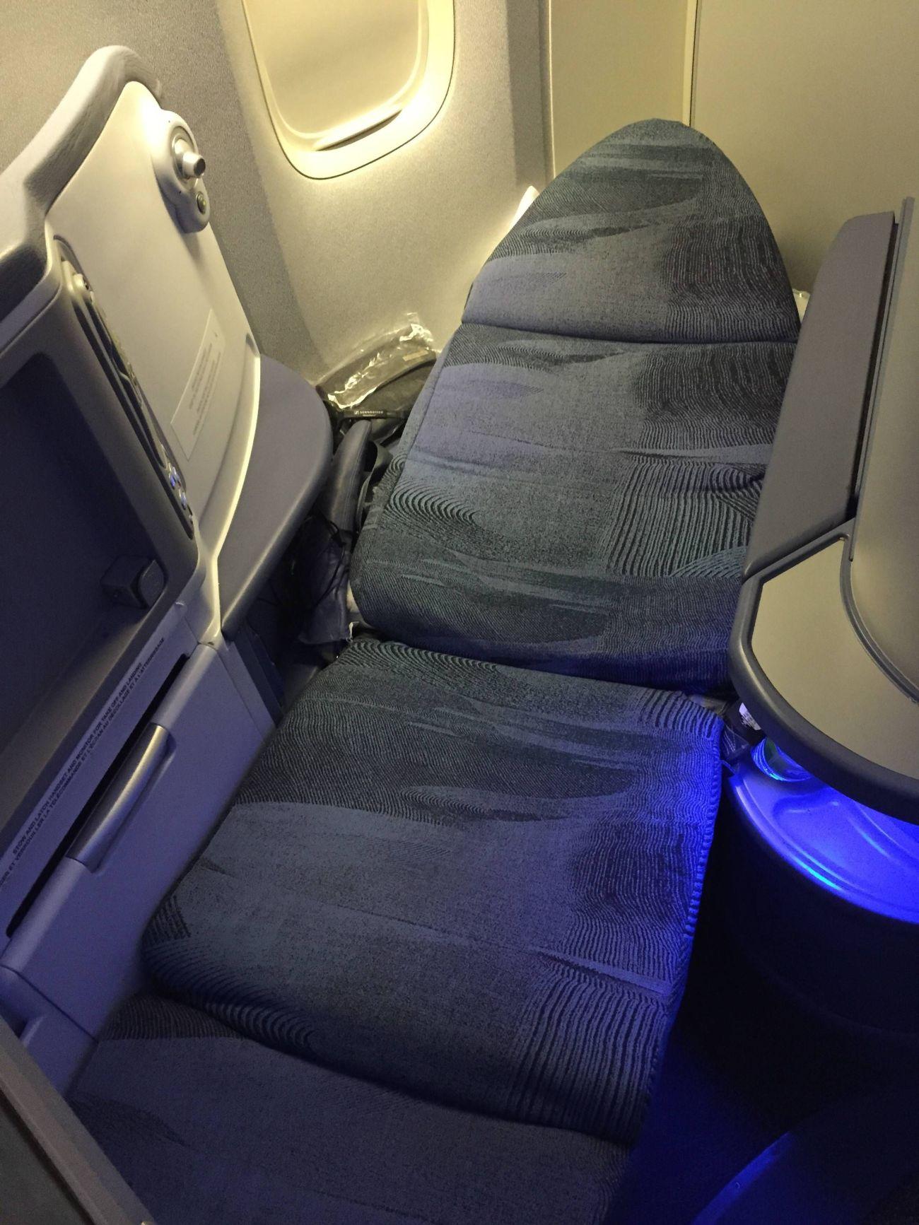 Air Canada B777 Business Class-019