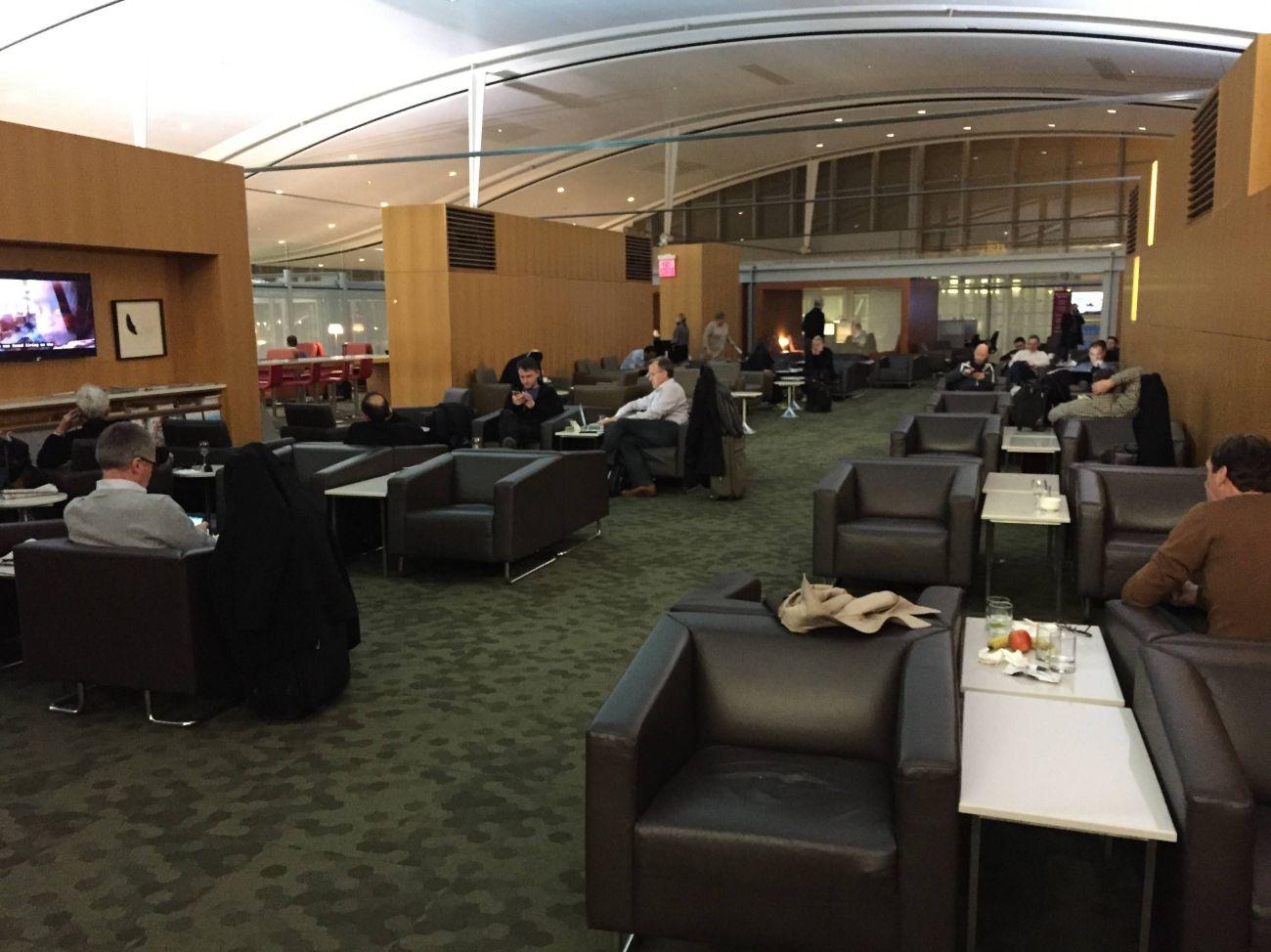 Maple Leaf Lounge Toronto -06
