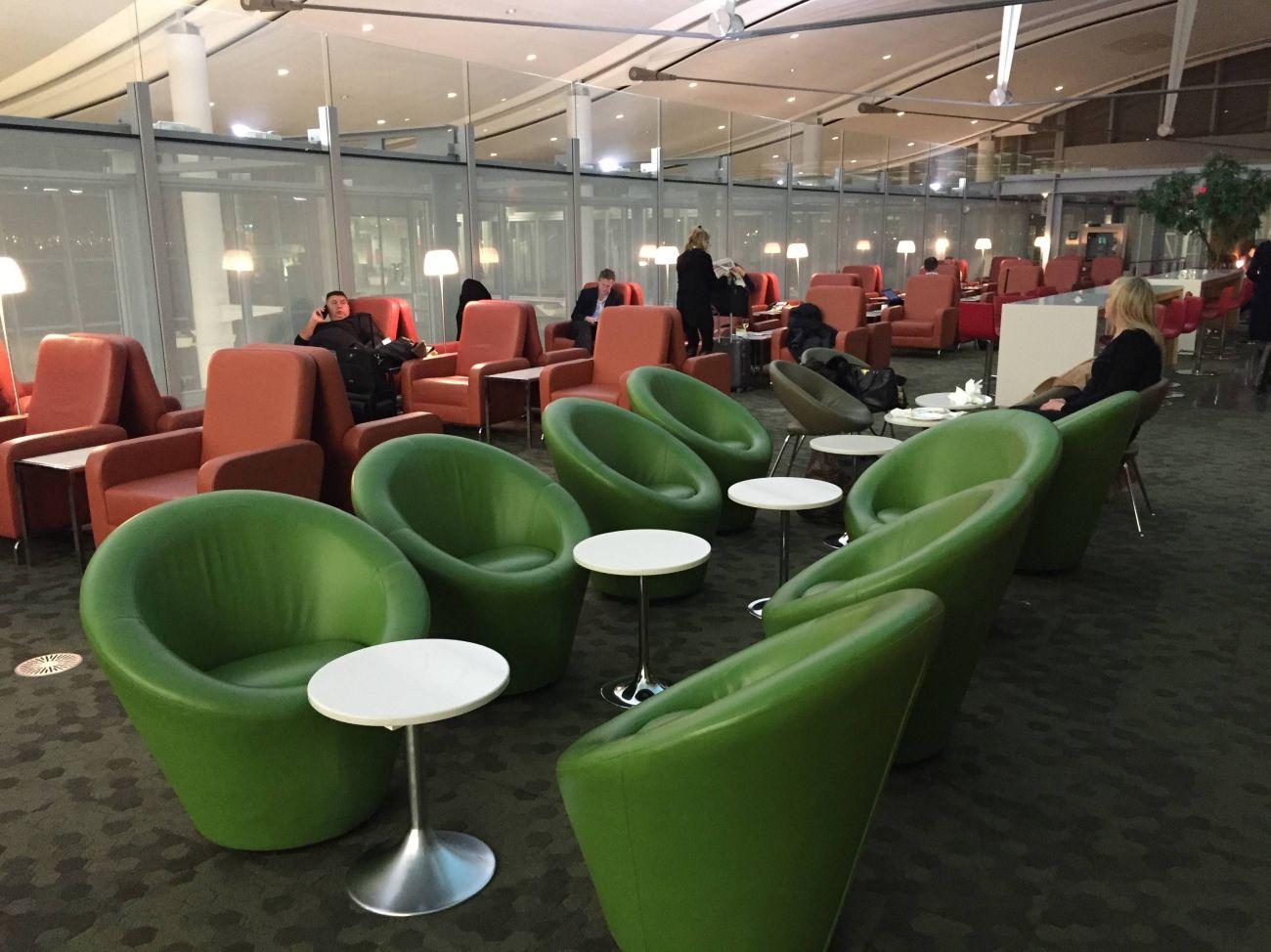 Maple Leaf Lounge Toronto -07