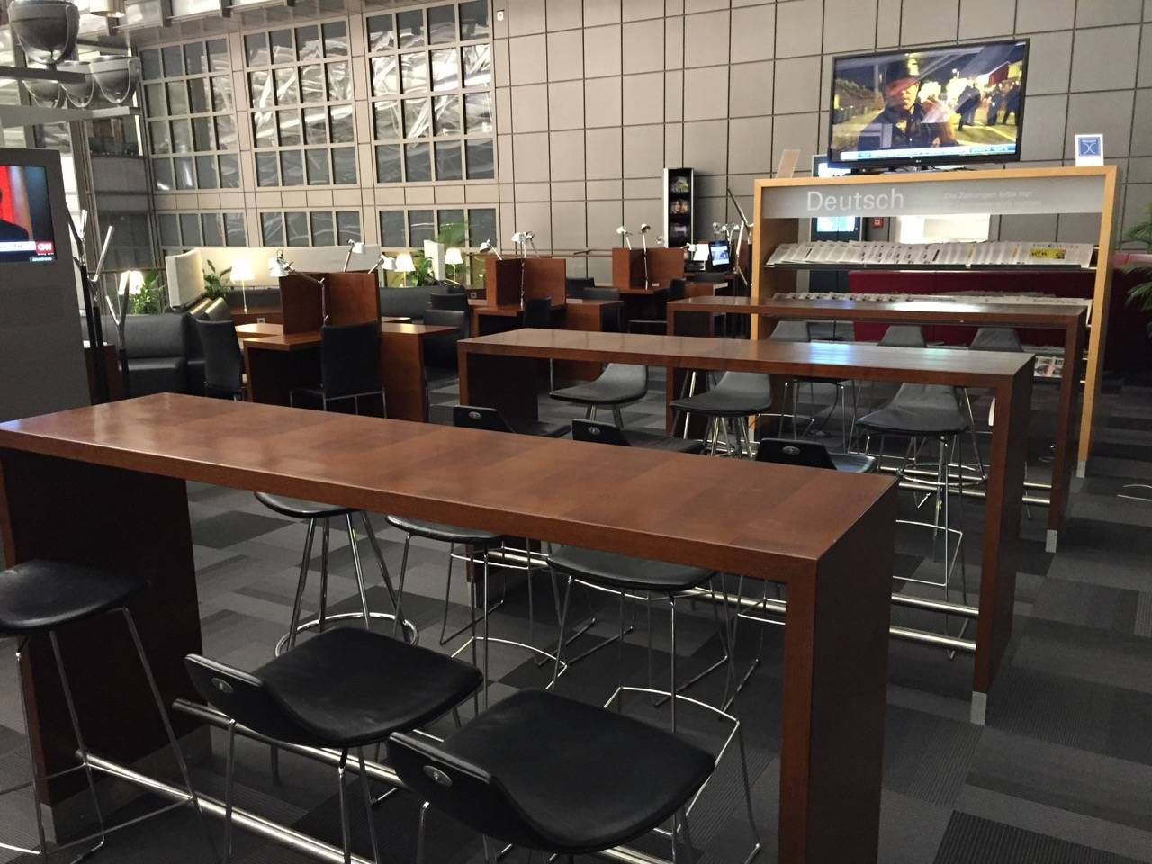 Hamburg Airport Lounge -010