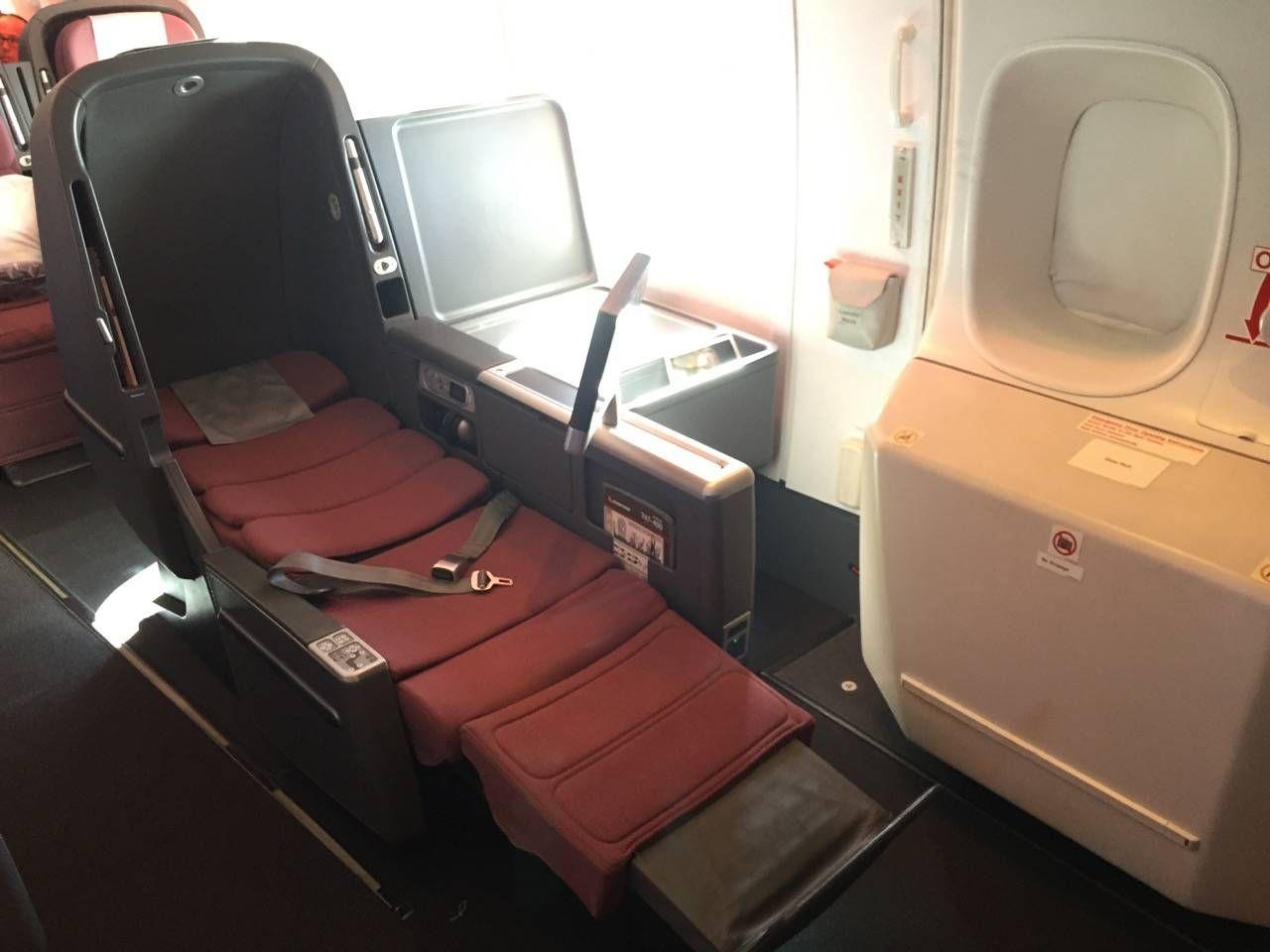 Qantas B747 Business Class-020
