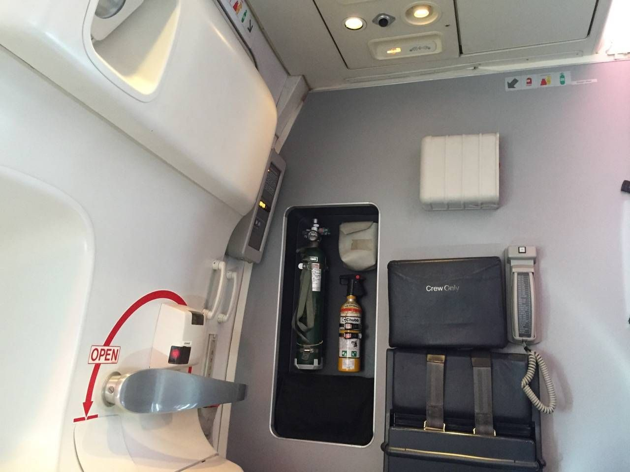 Qantas B747 Business Class-030