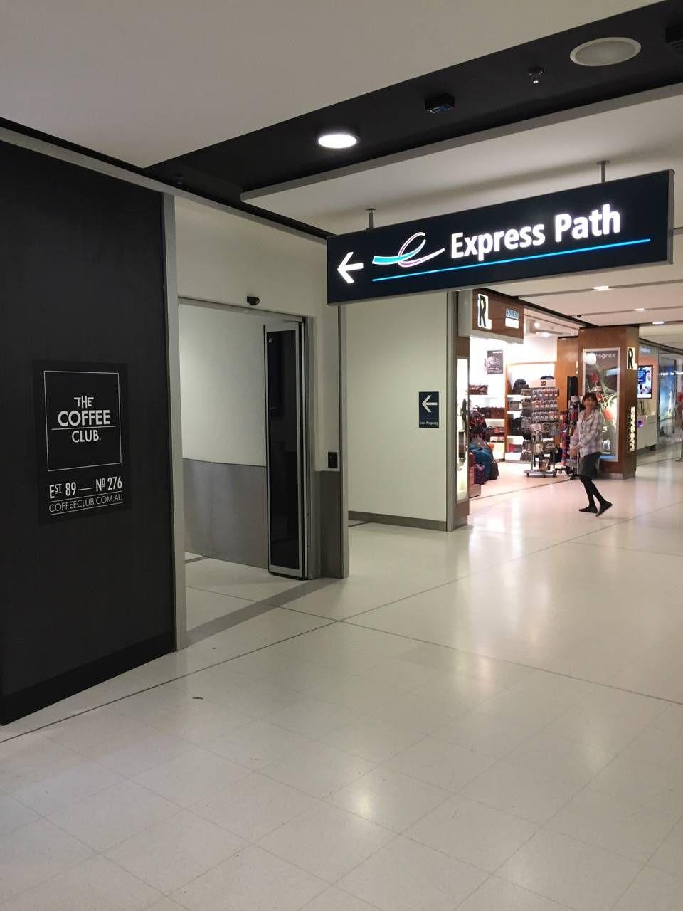 Qantas Business Lounge Sydney -02
