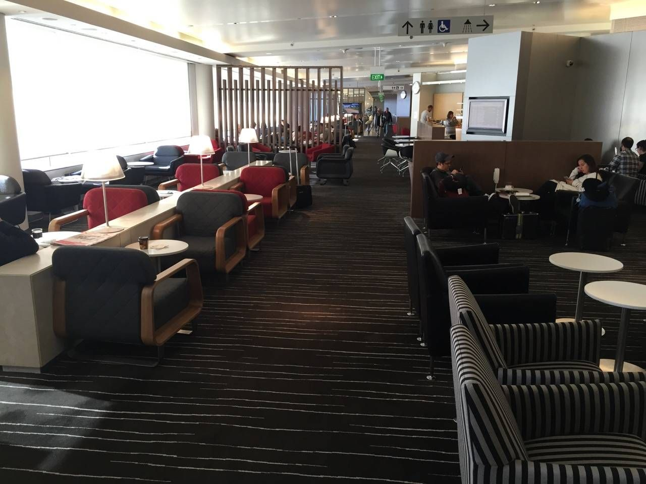Qantas Business Lounge Sydney -031