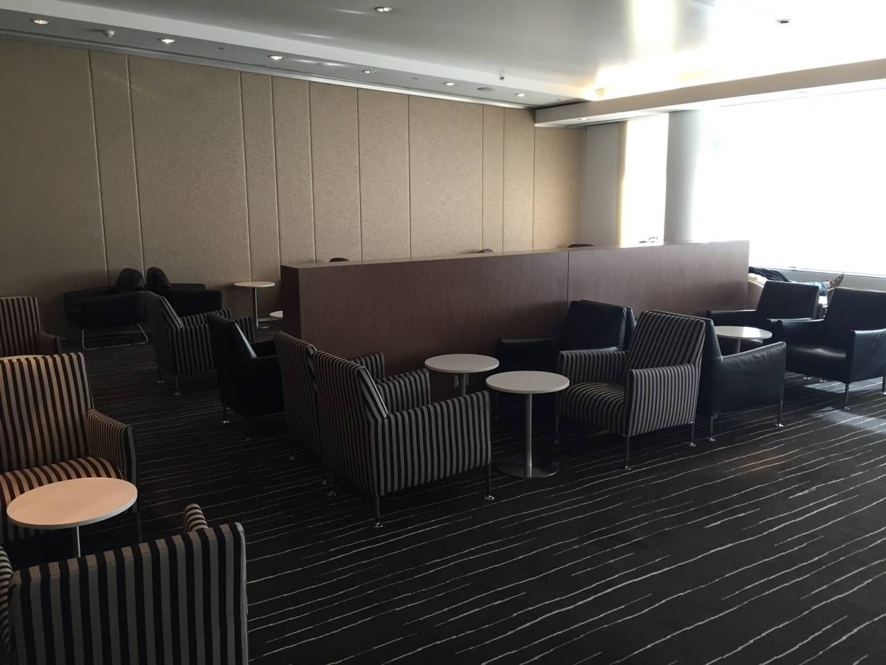 Qantas Business Lounge Sydney -06