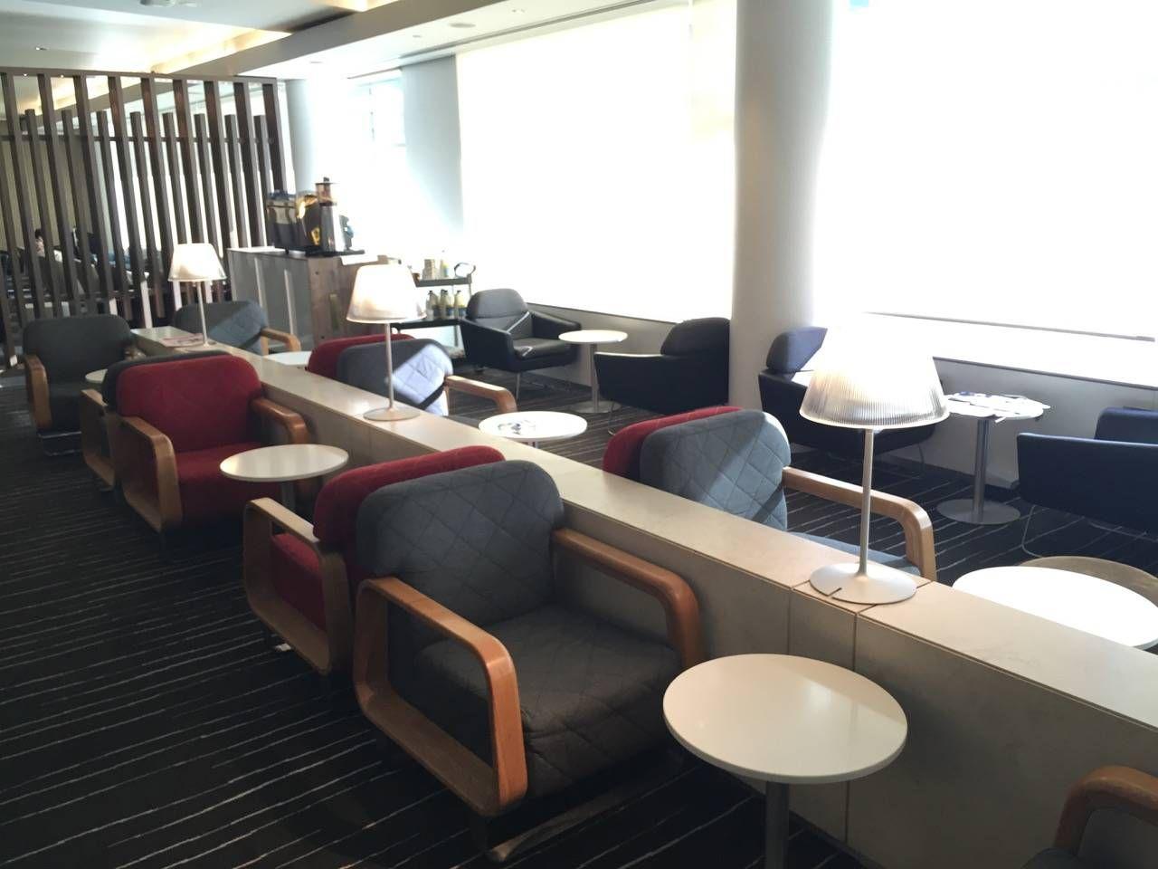 Qantas Business Lounge Sydney -08