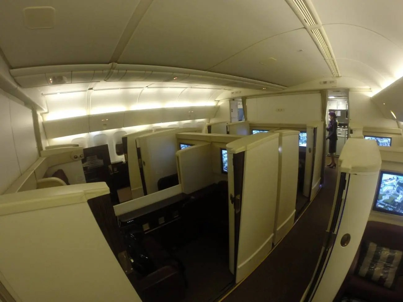 Jet-Airways-B777-First-Class-Etihad-Passageiro-de-Primeira-24-1300x975