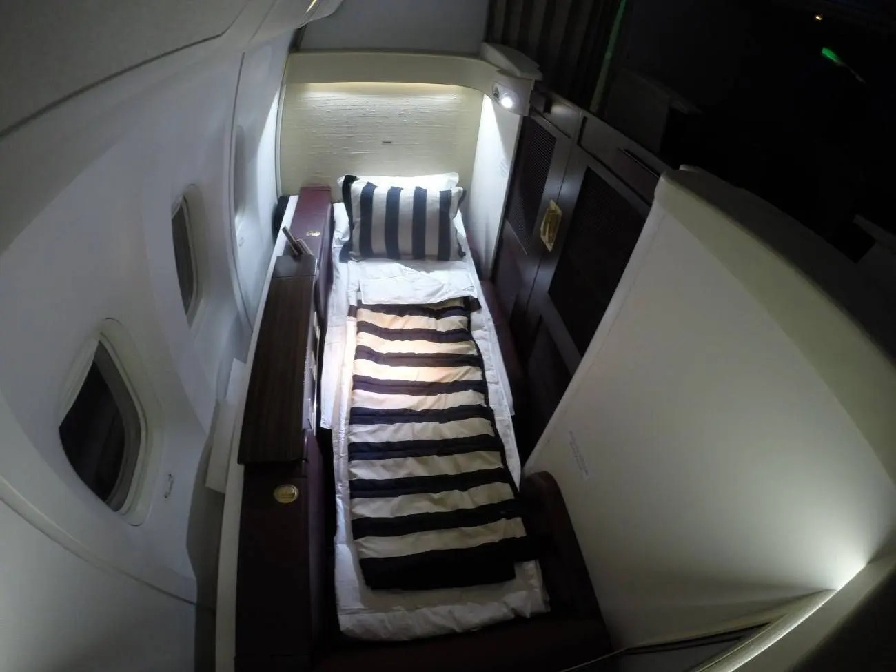 Jet-Airways-B777-First-Class-Etihad-Passageiro-de-Primeira-44-1300x975