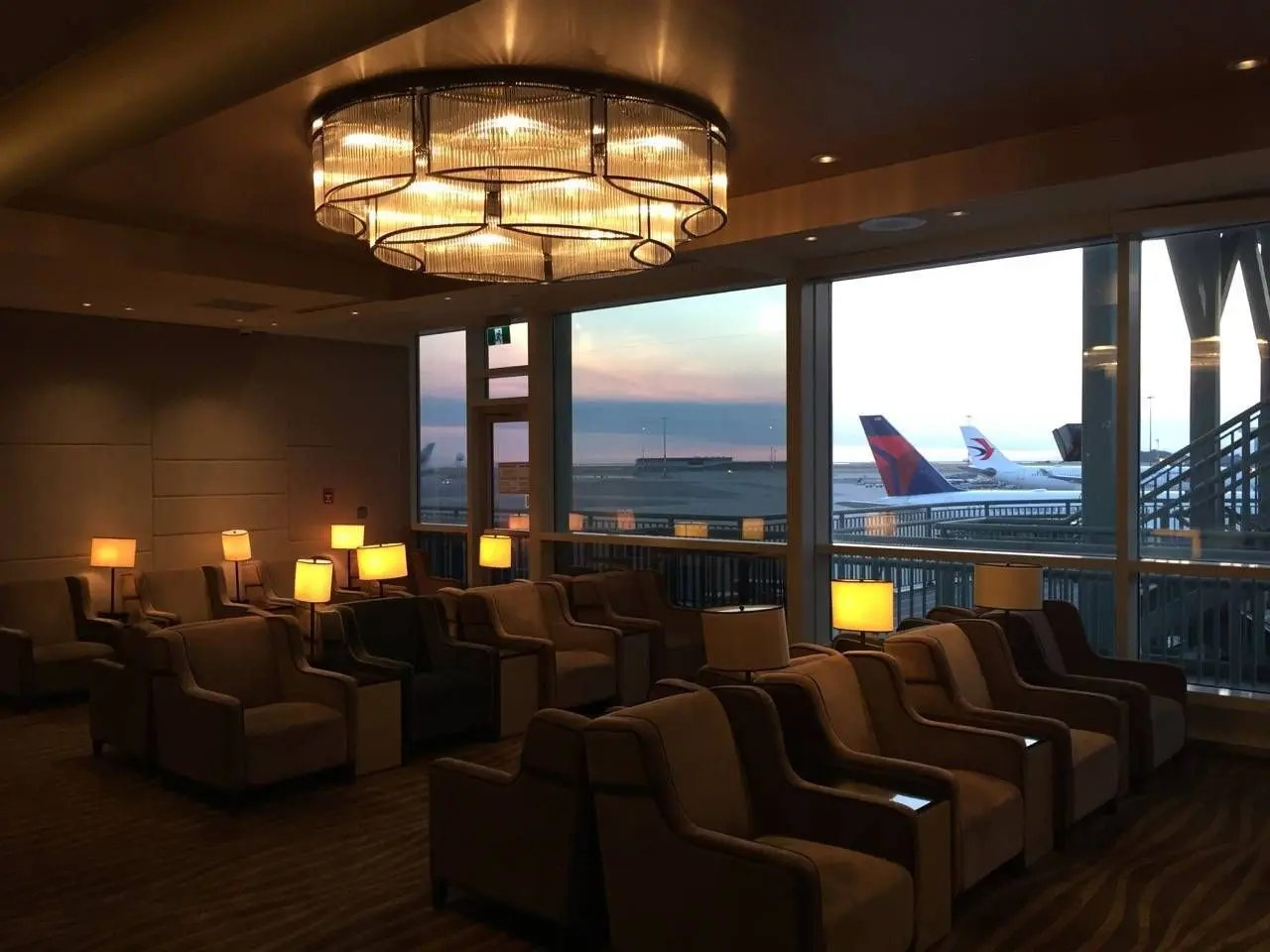 Plaza Premium Lounge Vancouver-019