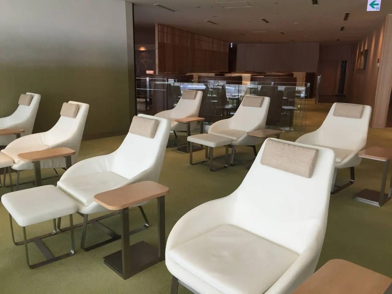 Sakura Lounge VIP Haneda-06