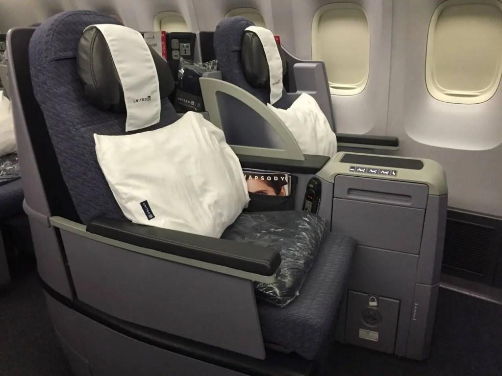 United B767-400ER BusinessFirst-05