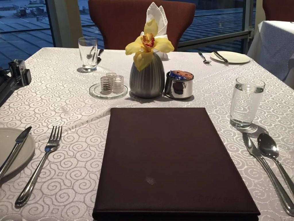 Malaysia Airlines Golden Lounge First Class Kuala Lumpur -024
