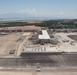 Já estão sendo instalados 14 novos portões de embarque climatizados no Píer SUL do RIOGaleão