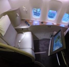 Primeira Classe da Cathay Pacific no B773 – Bangkok p/ Hong Kong