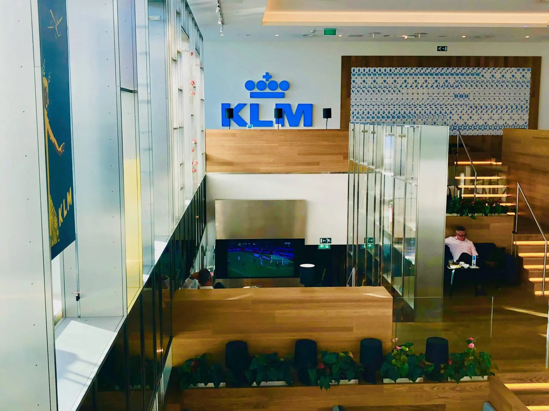 Lounge da KLM em Amsterdã sala de tv
