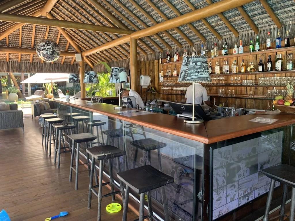 Bar da piscina no hotel Campo Bahia