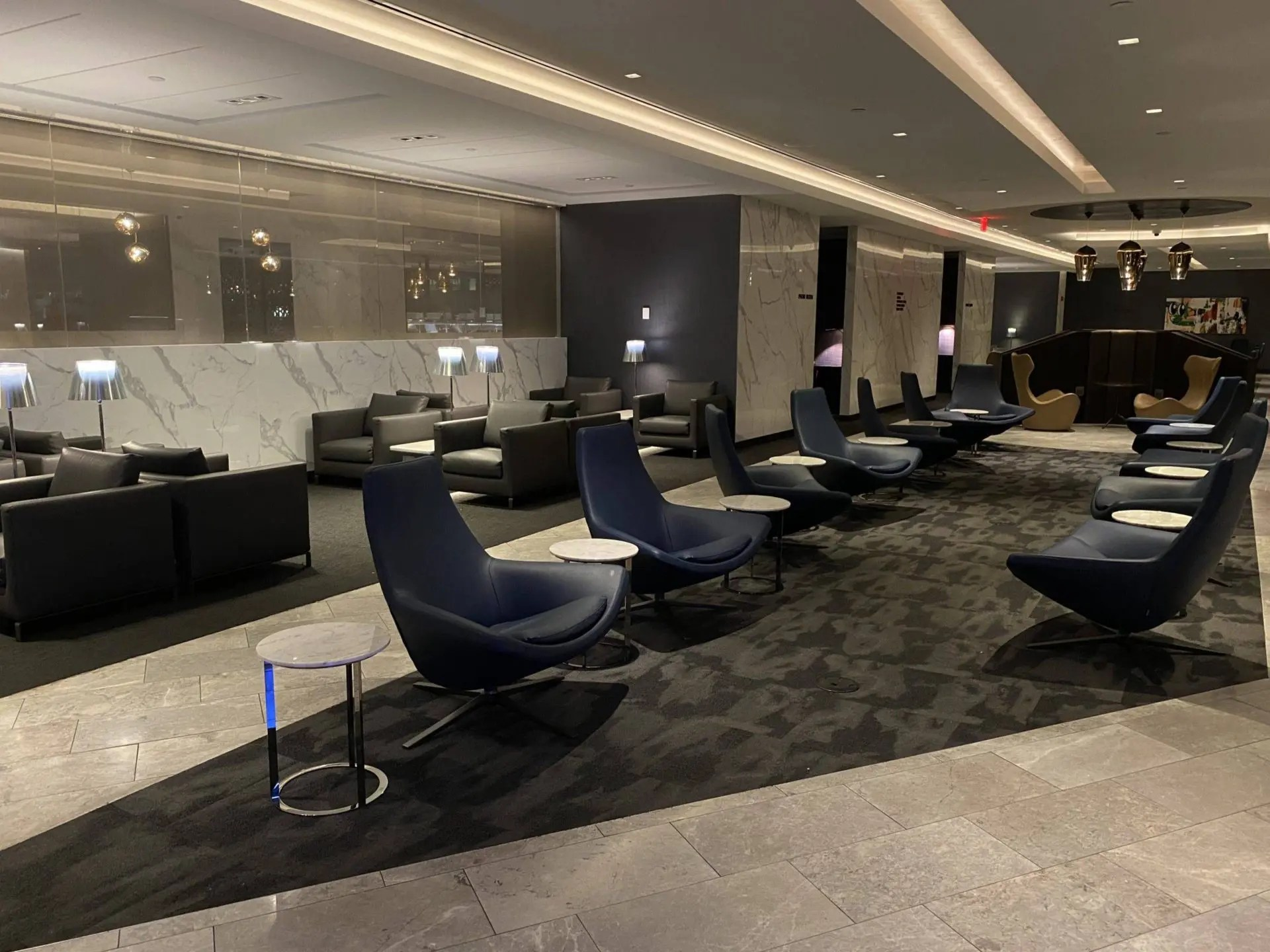 United Polaris Lounge Newark poltronas