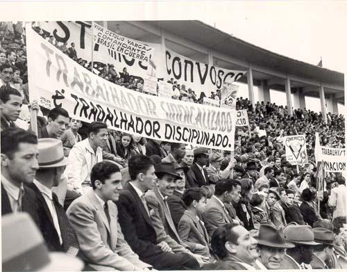 concentracao-trabalhista-de-1-de-maio-estadio-do-pacaembu-1944