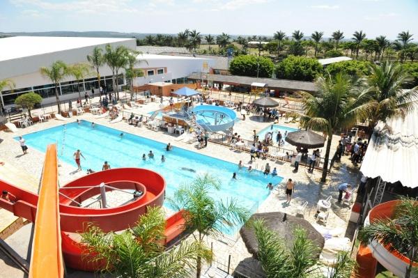 parque maeda piscinas