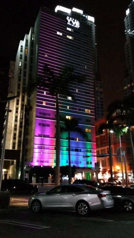 Prédios em donwntom Miami à noite