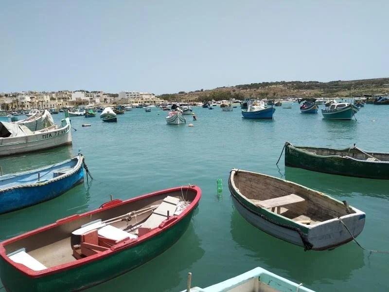 barcos junto ao porto