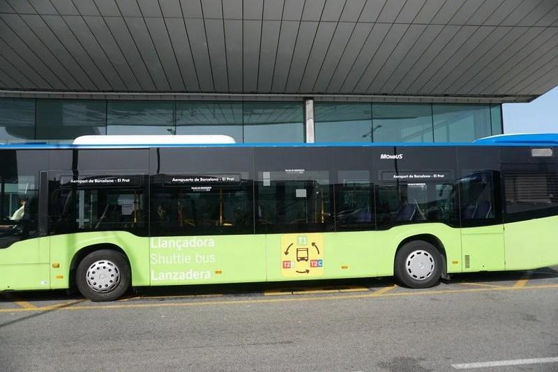 Autocarro que faz o transbordo entre T1 e T2