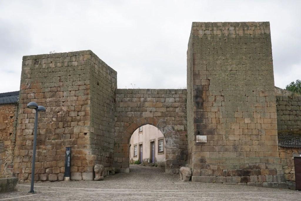 Portas da Vila Castelo Mendo