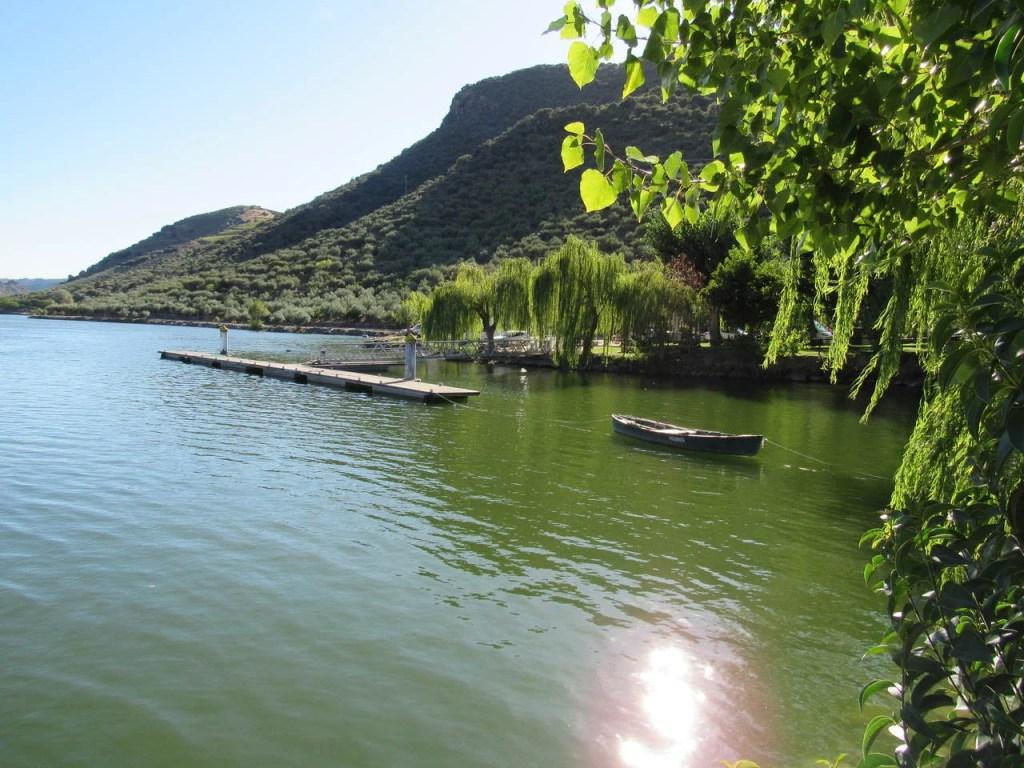 Cais de embarque na praia fluvial da Congida