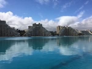 O Complexo San Alfonso Del Mar, conhecido por abrigar a maior piscina do mundo esta em Algarrobo a pouco mais de uma hora de Santiago do Chile...MAIS