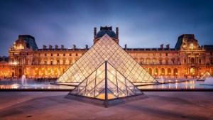 O Museu do Louvre é a segunda maior atração de Paris, ficando atrás apenas da Torre Eiffel. Milhares de pessoas passam pelo Louvre anualmente e os mais de 8 milhões de visitantes/ano fazem dele um dos mais visitados do mundo...MAIS