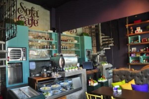 Ambiente aconchegante e retrô do Sofá Café. Foto: Divulgação.