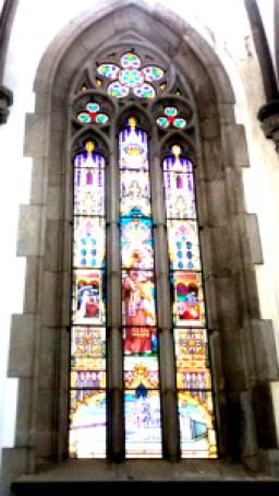 Vitral da Catedral da Sé deixa entrar luz do sol. Foto: Patrícia Ribeiro - Passeios Baratos em SP