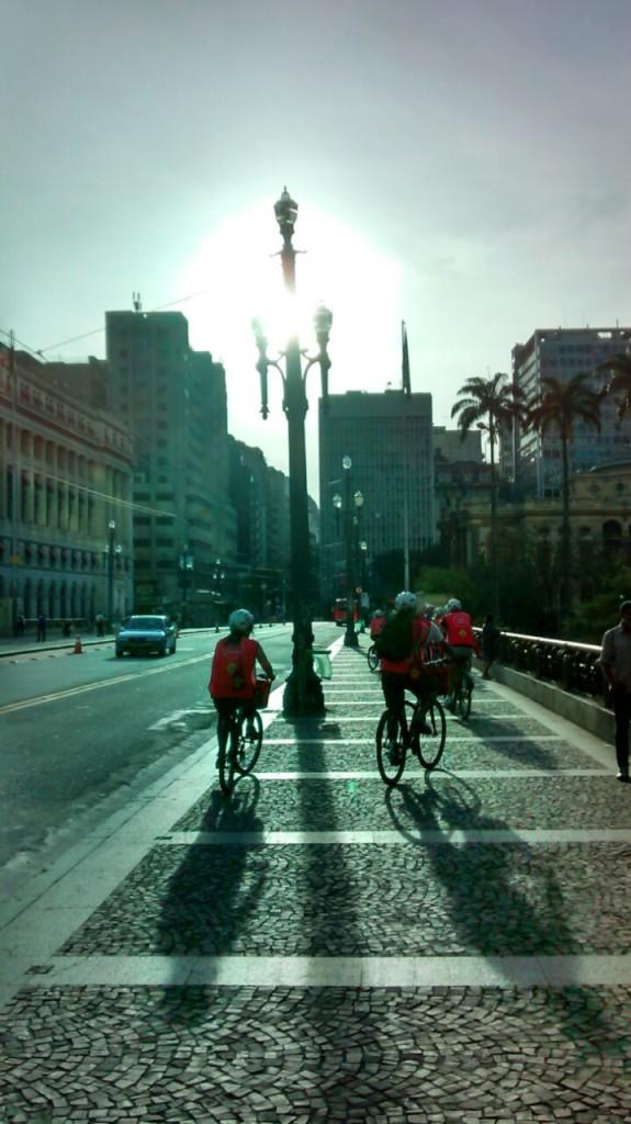 Passeio de bicicleta no centro histórico de São Paulo. Foto: Rodrigo Caldas