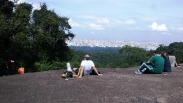 Mirante da Pedra Grande - Parque da Cantareira com vista para a zona norte. Foto: Patrícia Ribeiro/ Passeios Baratos em SP